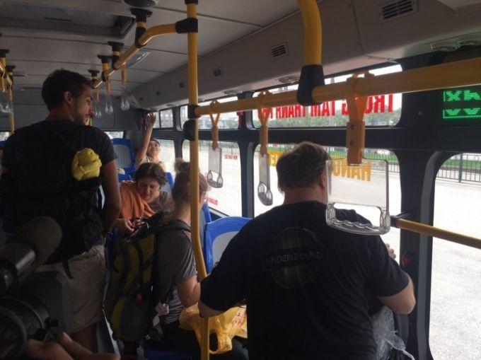 Những vị khách quốc tế đầu tiên trên tuyến xe bus 86 từ sân bay Nội Bài