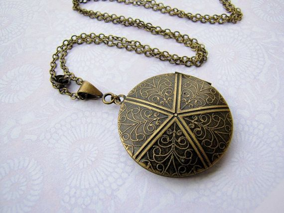 Treasure guardian locket necklace  secret garden por annatelope, €16.90