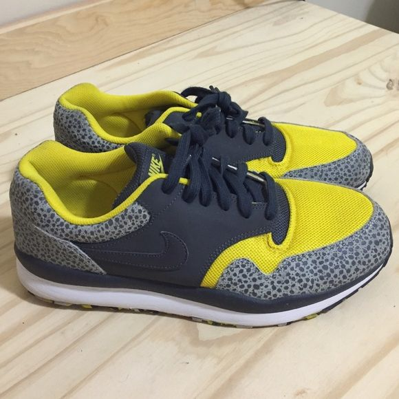 size 40 4c9f8 edcd0 Mens Nike Air Safari Shoes have hardly been worn. In excellent condition.  Very clean. Shoes are without sole inserts. Nike Shoes Athletic Shoes