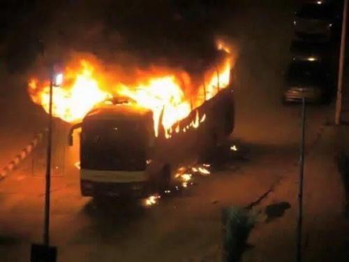 بالصور القطيف تشتعل سحب دخان واشتعال حافلات احتجاجا على إعدام السعودية لـ النمر وطن Decor Home Decor Fireplace