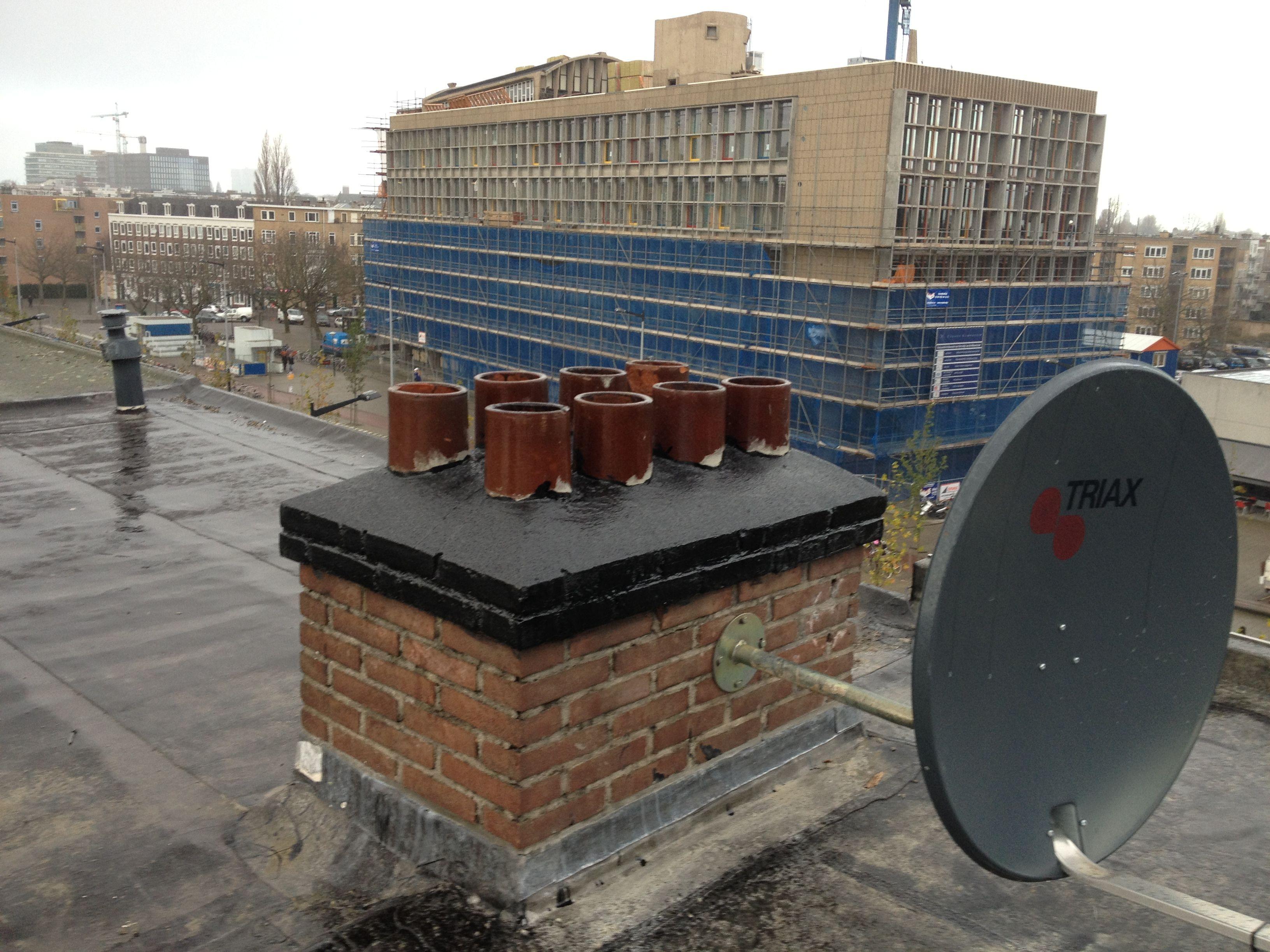 Herstel bovenzijde schoorstenen en afwerken met Sika Intertol I - Wiboutstraat - Amsterdam - November 2012