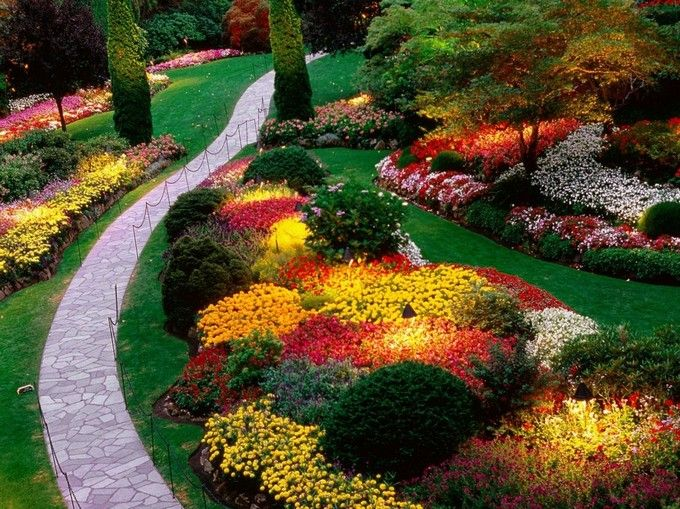 Slanted yard landscaping and storage to landscape design for Flower designs for yards