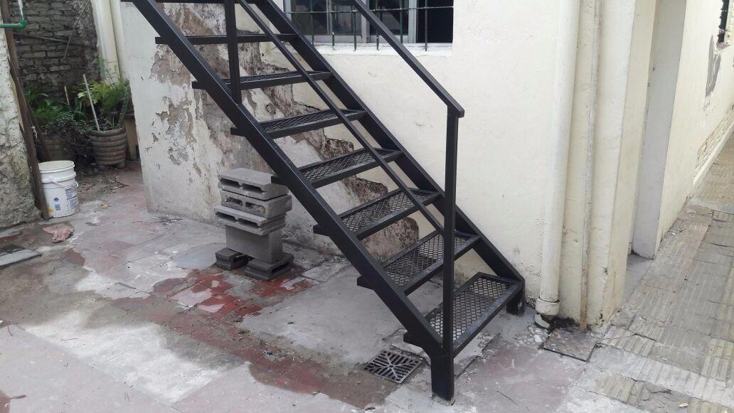 Escalera exterior interior de hierro 941305 mla25001289870 for Como hacer escaleras de fierro