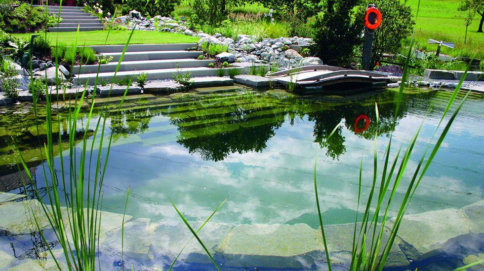 BIOTOP Schwimmteiche, Gartenteiche \ Naturpools - der KLASSIK - bilder gartenteiche mit bachlauf