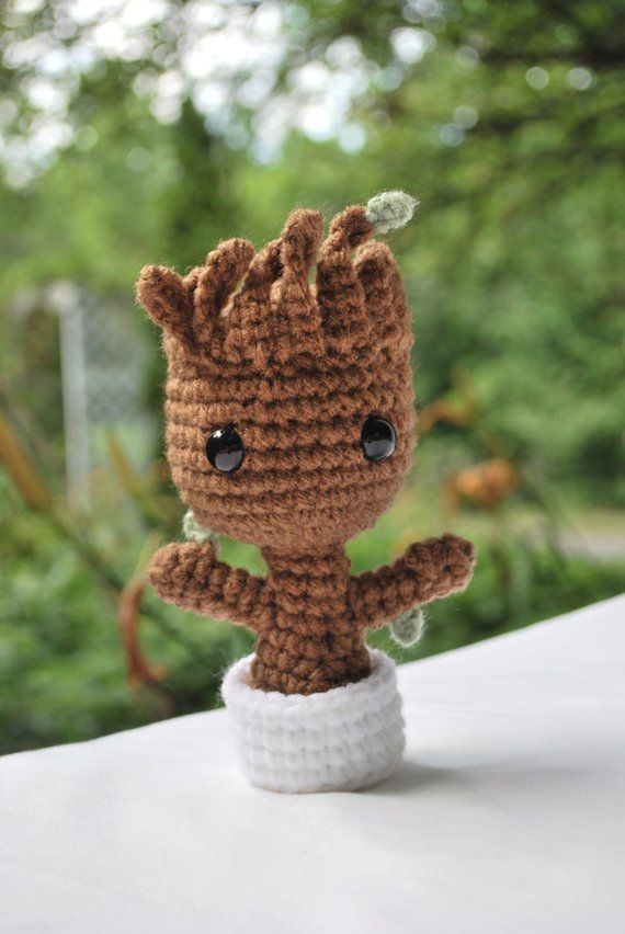 Free Crochet Pattern: Potted Baby Groot from Guardians of the ... | 852x570