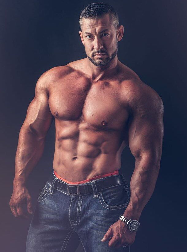 Chest whipped naked muscle man