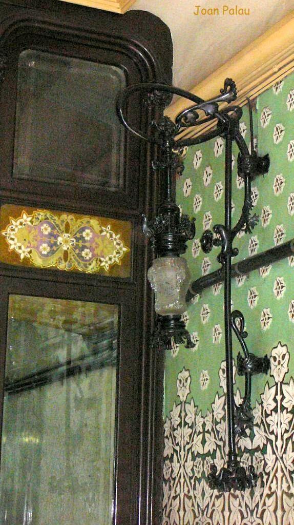 Fanal interior de ferro forjat, Modernisme a Barcelona. Catalonia ...
