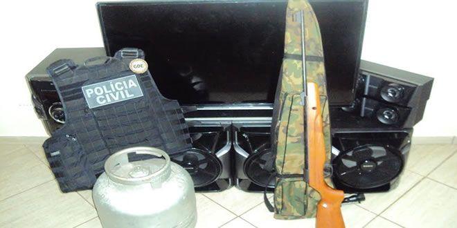 Polícia Civil de Jacarezinho recupera objetos furtados e prende receptador - http://projac.com.br/noticias/policia-civil-de-jacarezinho-recupera-objetos-furtados-e-prende-receptador.html