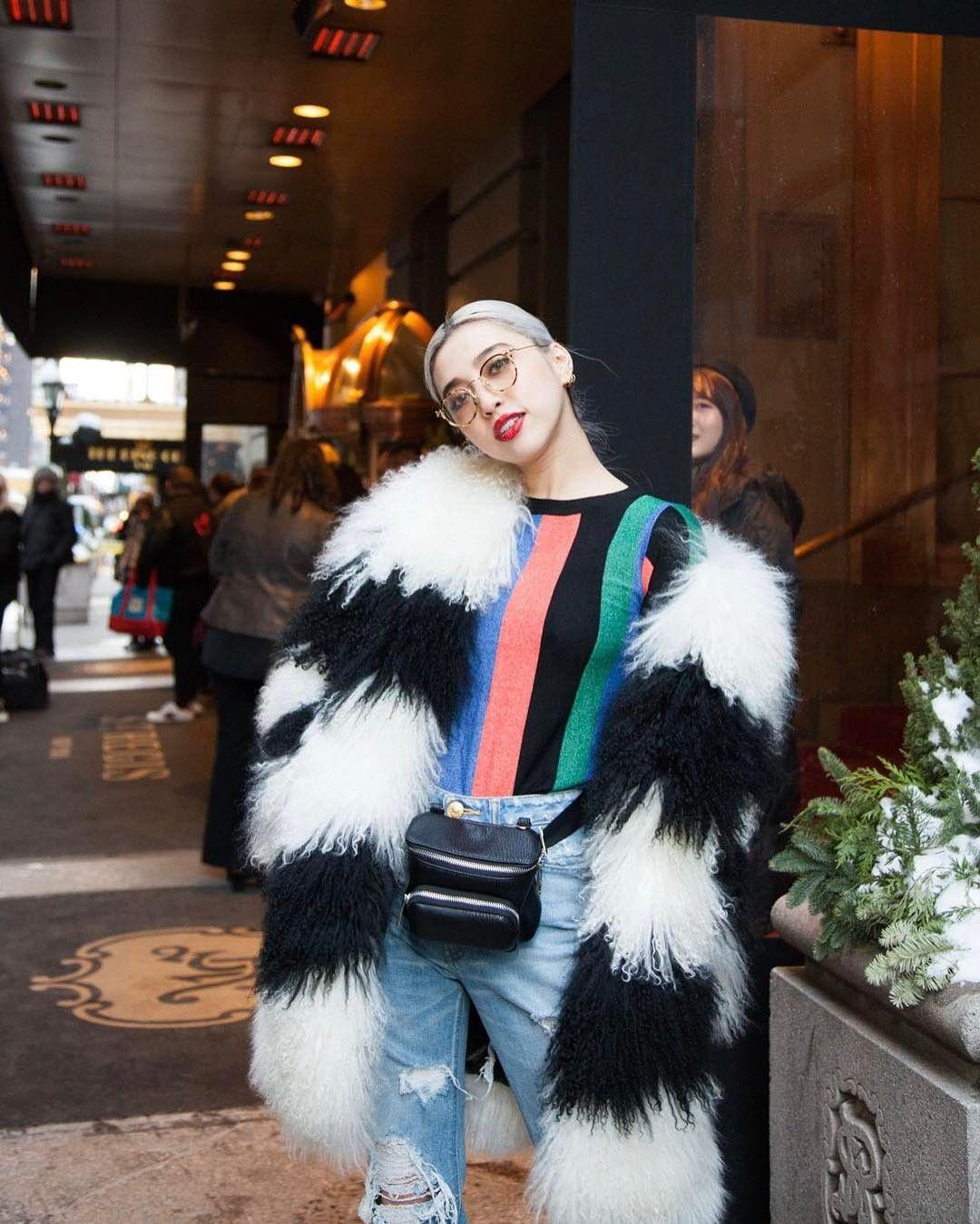 "4,158 Likes, 14 Comments - Alisa Ueno/植野有砂 (@alisaueno) on Instagram: ""#NYC 🗽🍎❤🚕🏙 @aocfashion jacket // @figandviper knit and denim // @murua_official belt bag // hair…"""