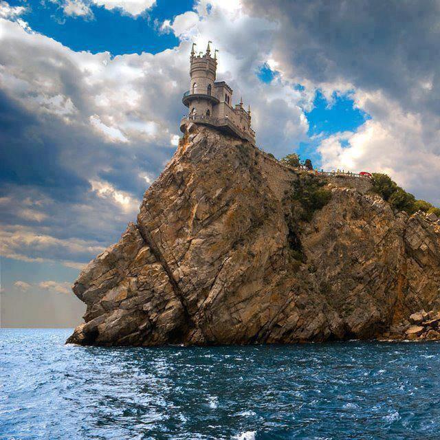 Swallow's Nest Castle at Yalta, Ukraine - earth-phenomenon ...