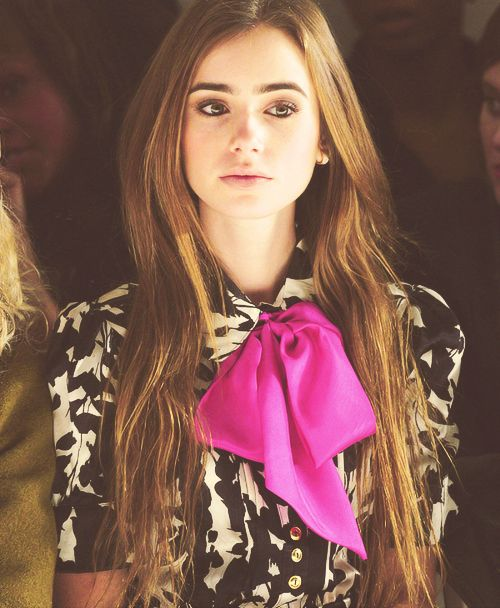 bow. lily collins is so pretty!!