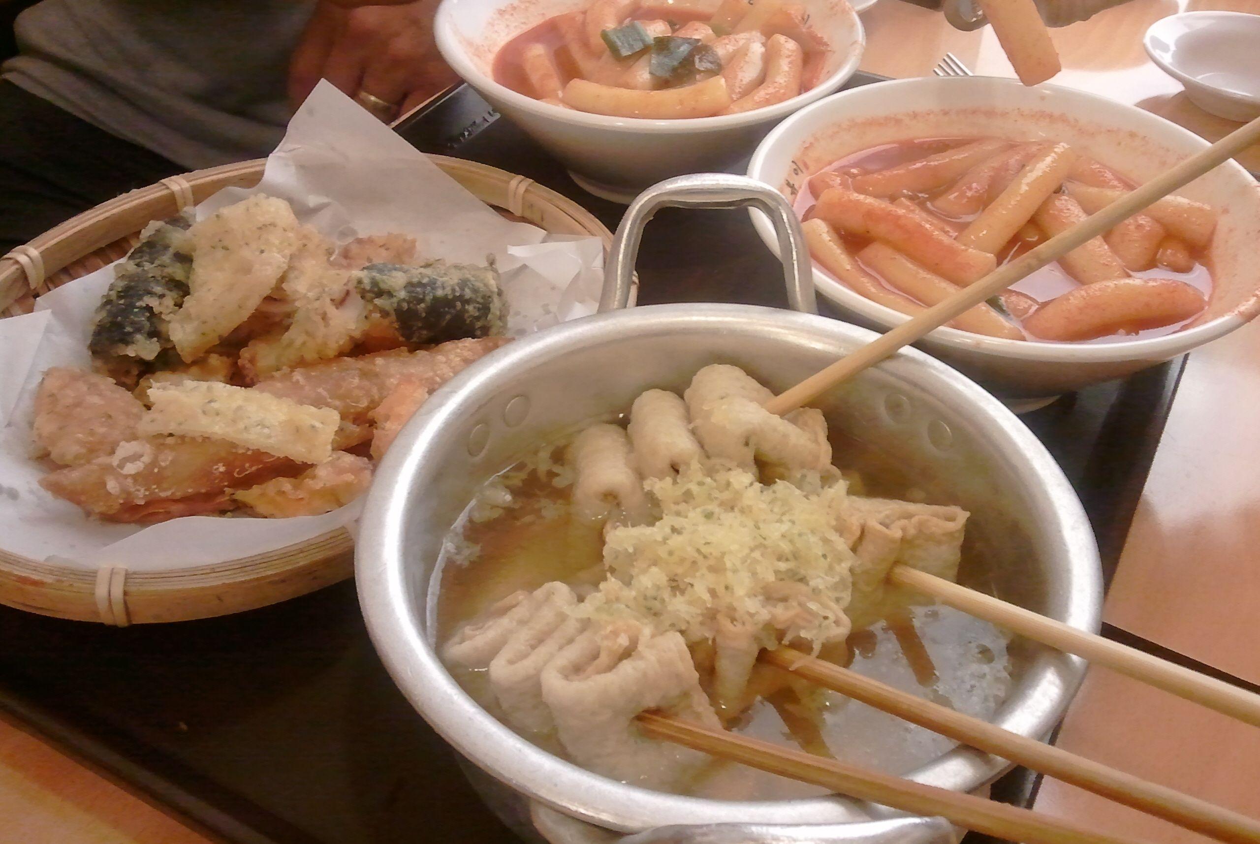 떡볶이, 오뎅, 튀김!!!  Tteokbokk, Oden, fries, sundae are korean foods of general public.    http://en.wikipedia.org/wiki/Tteokbokki  http://en.wikipedia.org/wiki/Oden  http://en.wikipedia.org/wiki/Sundae_(Korean_food)  http://en.wikipedia.org/wiki/Deep_frying