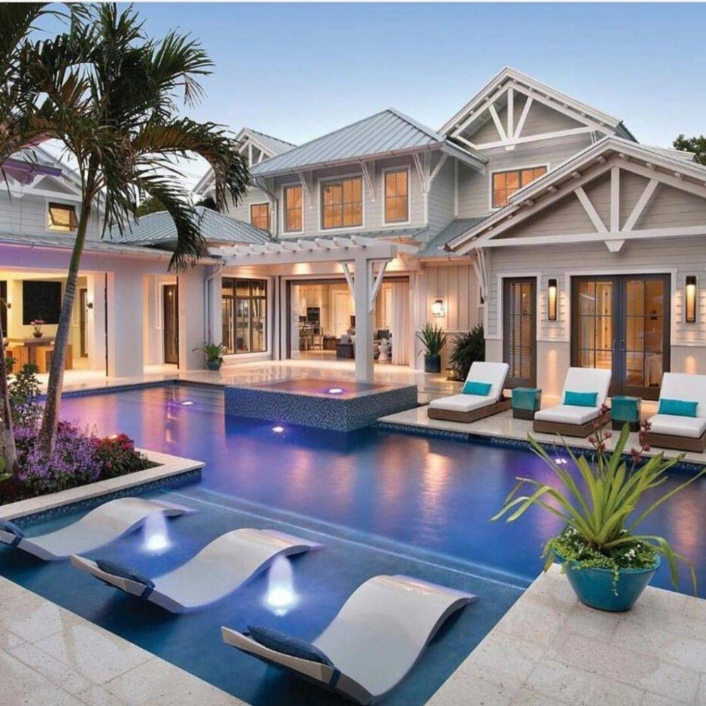 15 Maisons De Luxe Avec Piscine Style De Vie Millionnaire Maison De Reve Divertissement Techn Mediterranean House Designs Dream House Exterior Pool Houses
