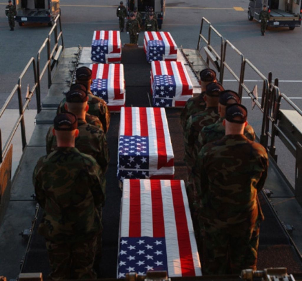Eight Ways To Honor Those That Gave All This Memorial D Soldiers Coming Home Memorial Day Us Soldiers