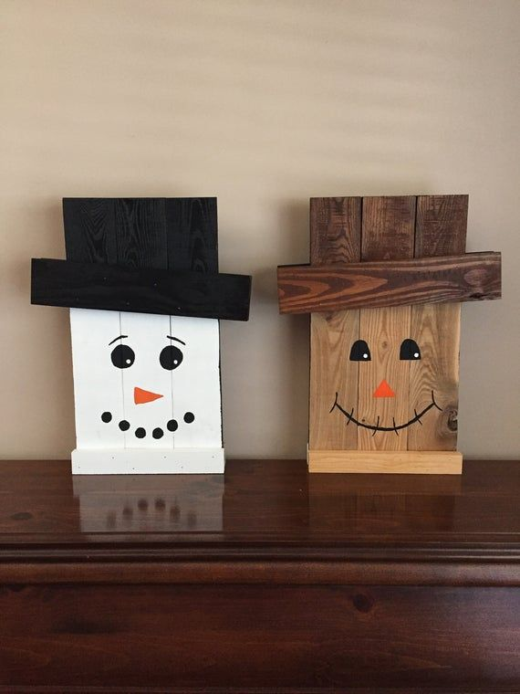 Scarecrow/Snowman Reversible Wall Plaque or Door Decoration for Fall & Winter - Wood Pallet Wall Art #oldpalletsforcrafting