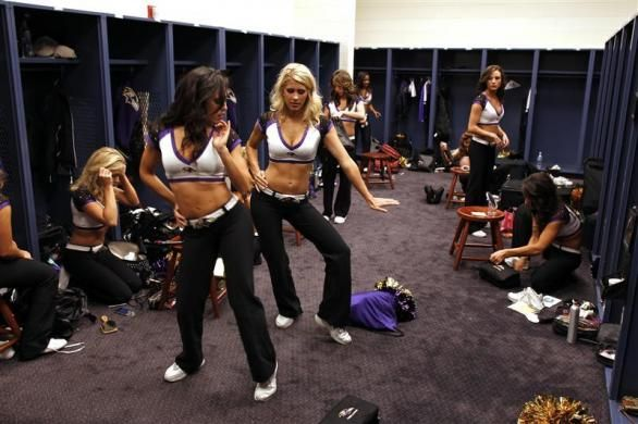 Baltimore Ravens Cheerleaders Prep In Their Locker Room Prior To A Baltimore Ravens Nfl Game In Baltimore Ma Ravens Cheerleaders Baltimore Ravens Cheerleading
