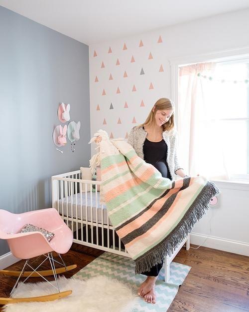 Gris Y Rosa Para La Habitacion Del Bebe Spearmint Baby Baby Girl Room Mint Nursery