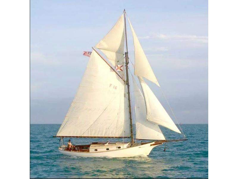 1971 Bruno and Stillman Friendship Sloop PRICED TO SELL