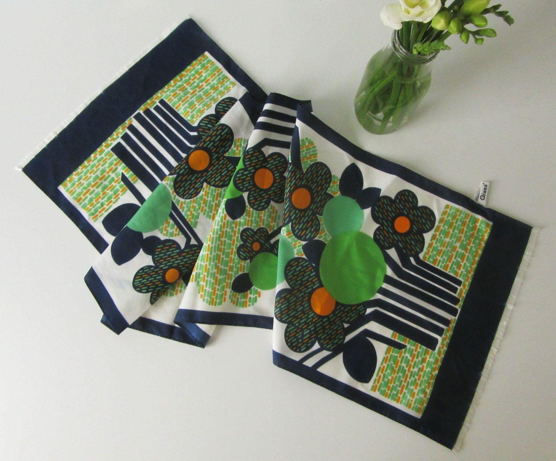 Vintage Qiana Scarf with Retro Green, Blue, Orange and White Floral Design 70s door Vantoen op Etsy