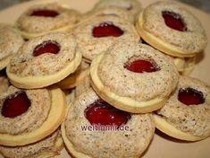 Ein Rezept für feine Kekse mit Marmelade und Wallnuss-Schnee. Sie sind als Weihnachtsgebäck geeignet. #peachideas