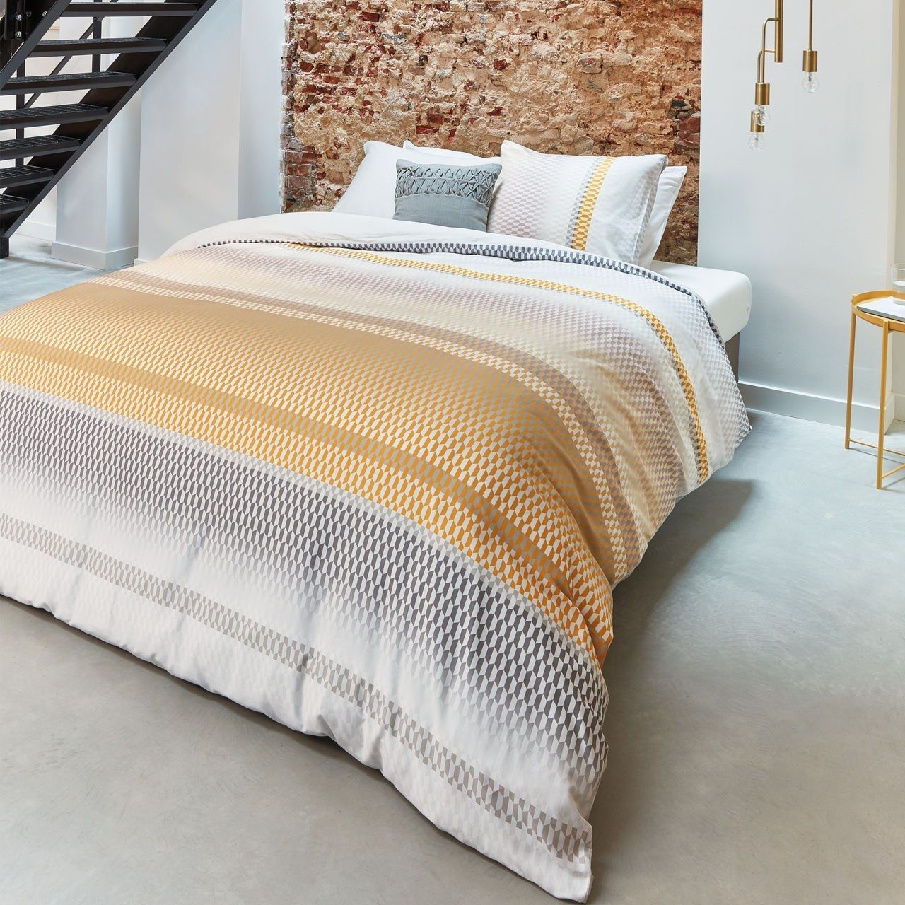 Kuschelige Bettwäsche in Gold und Beige