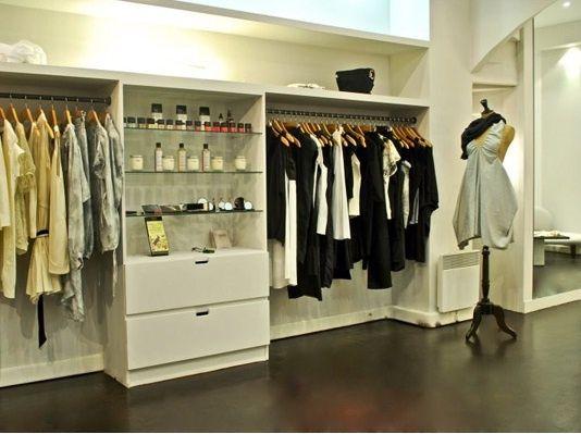 2155abbfb Moda, vitrines, decoração de lojas, como montar uma loja, como aumentar as  vendas são alguns dos temas abordados pela Del Carmen by Sarruc.