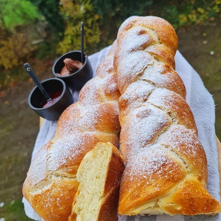 Pin By N A C E R A ɐɹǝɔɐu On موسوعة الطبخ Brioche Food Bread