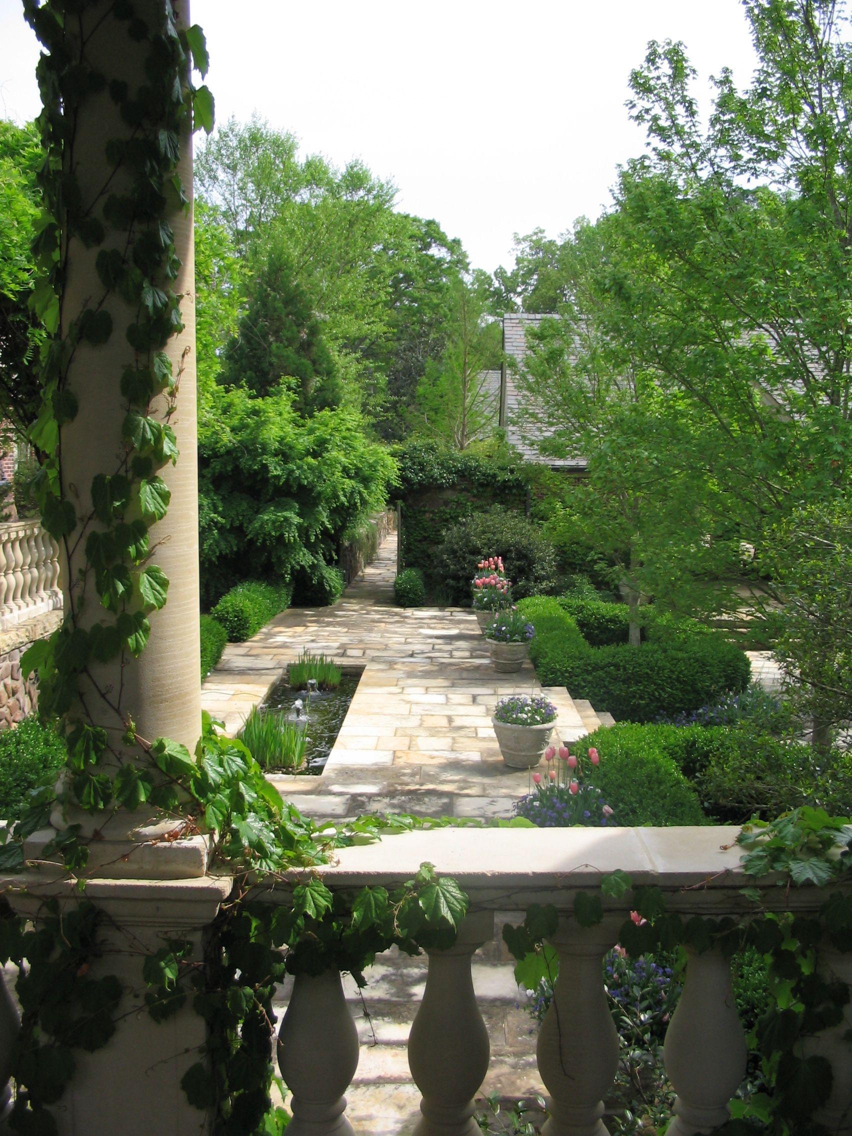 vista from the loggia thru the garden