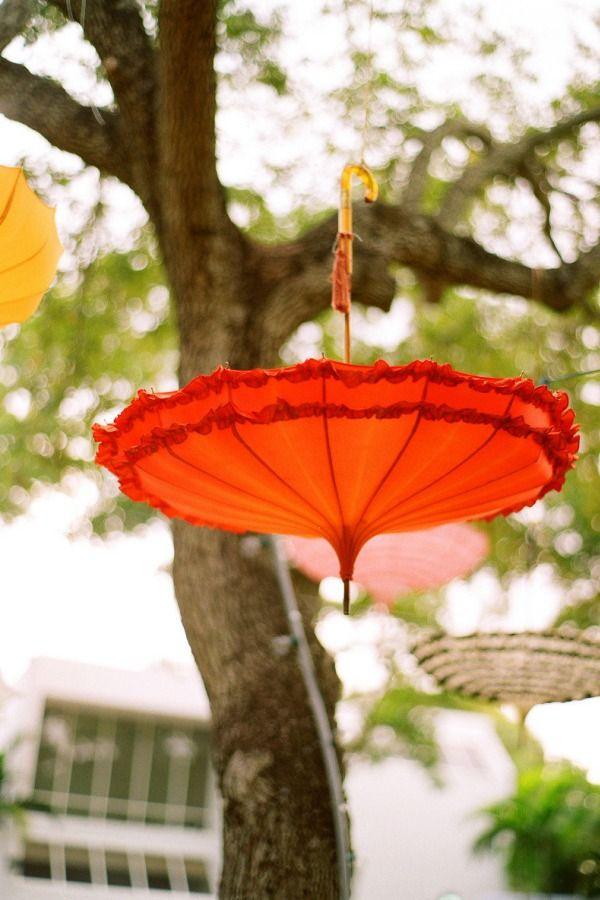 love the umbrellas.... what a cute idea
