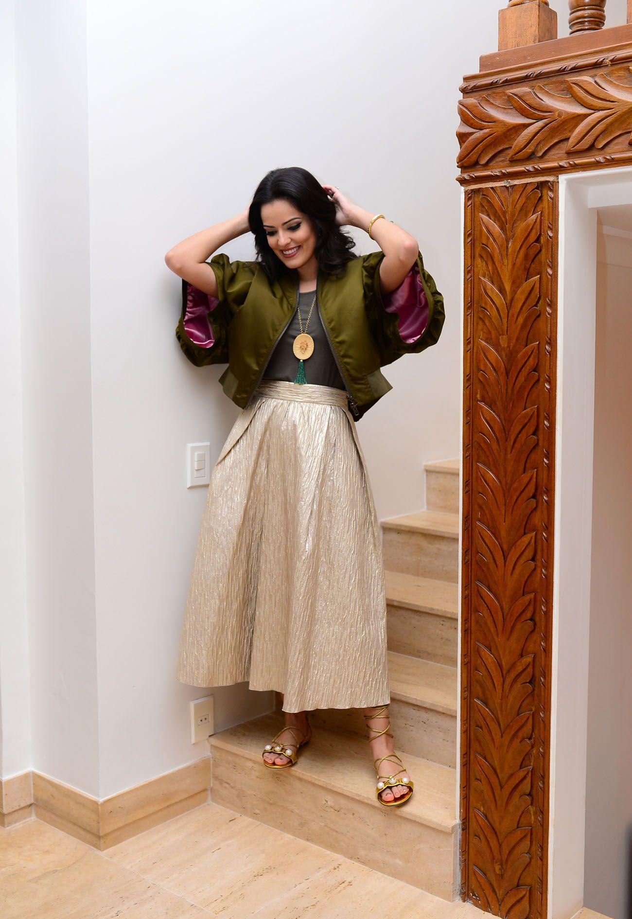 Look para aniversário da minha mãe: Casaco Givenchy; regata Target; colar acervo pessoal; saia (não me lembro mesmo, bloguetes! Sorry!); sandália Gucci.