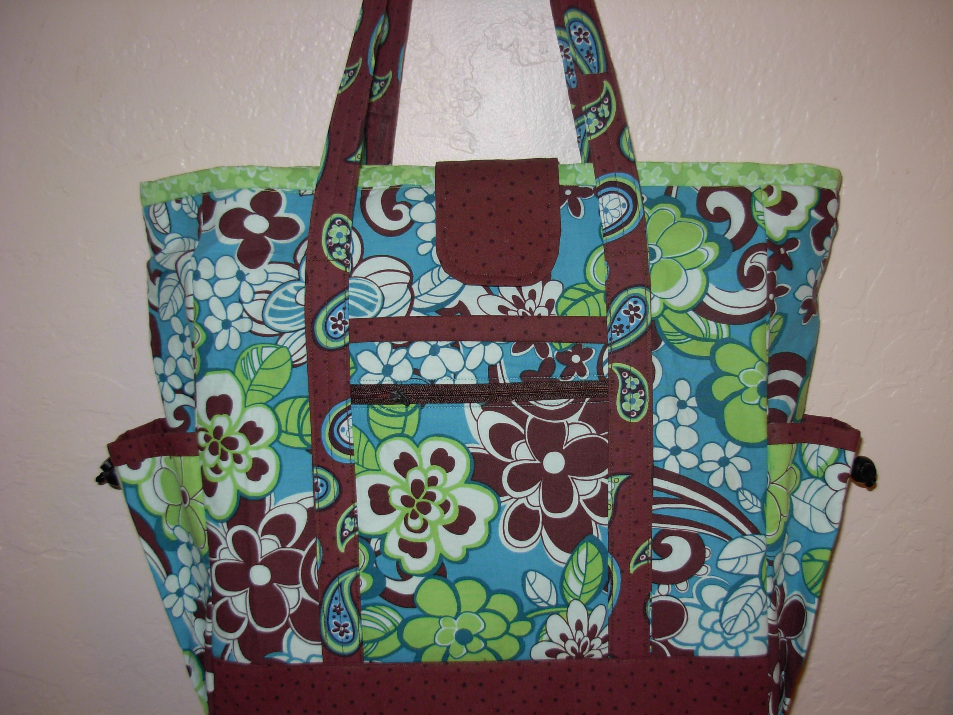 6cd512b13eb3 professional tote w  lots of pocket room. Pattern from Creative Thimble.com