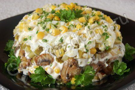 салат с курицей и грибами с солеными огурцами