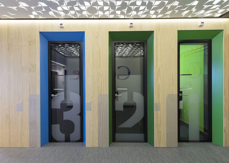 Google 39 s colourful madrid headquarters by jump studios for Programmi per interior design