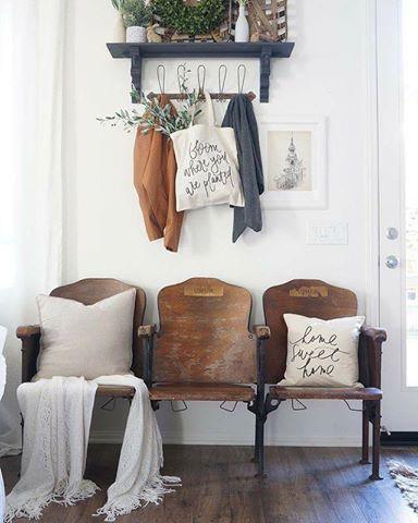Anciens fauteuils de cinéma, façon strapontins. | Décoration ...