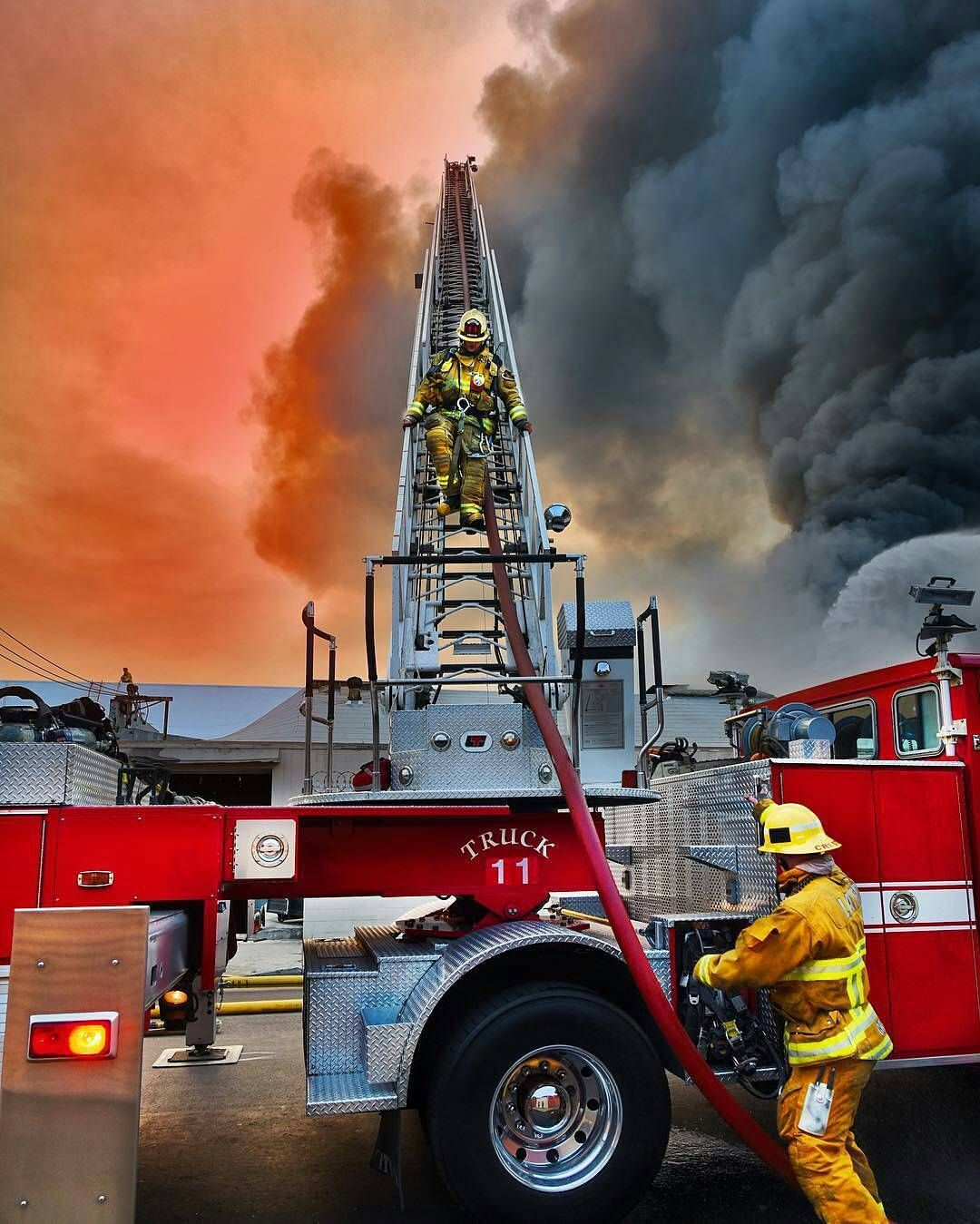 Pin By Luly On Firefighting Fire Trucks Firefighter Pictures