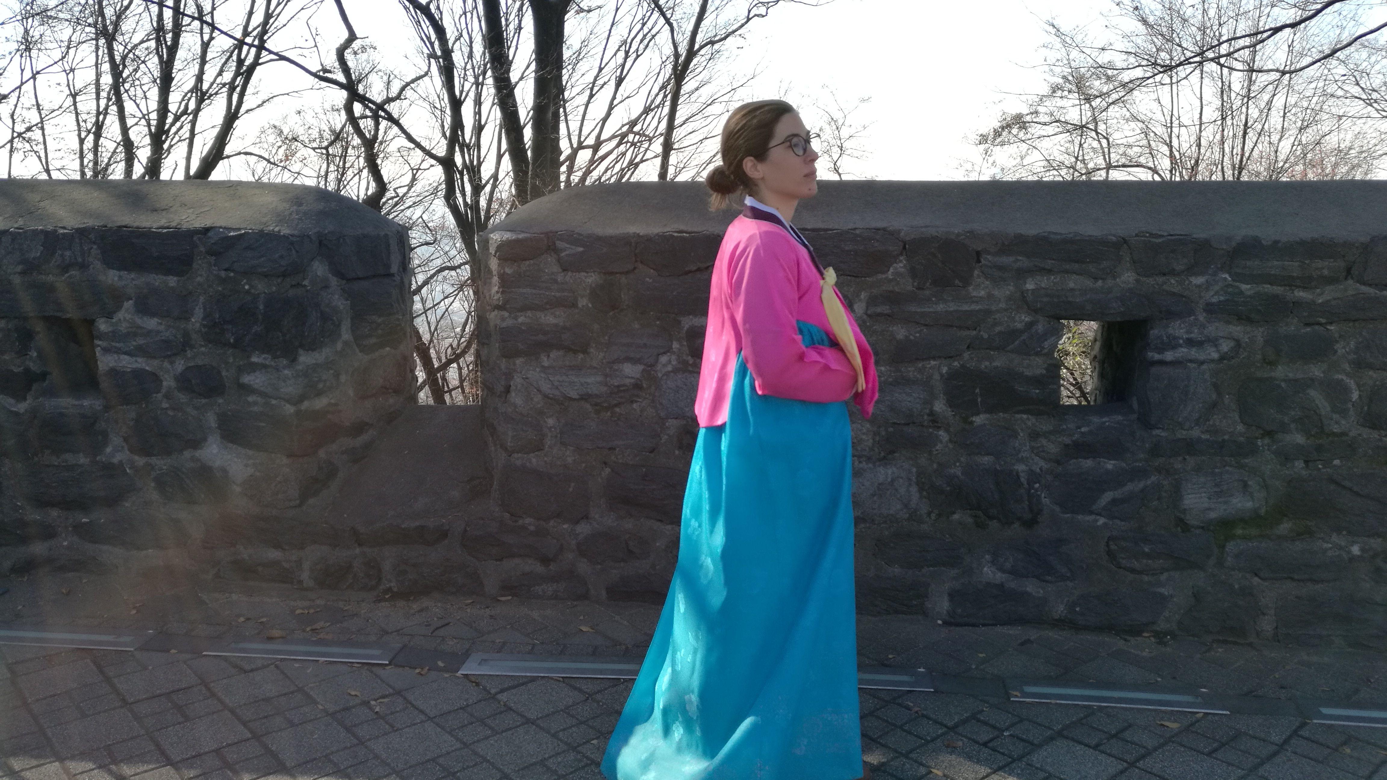 Vestido tradicional coreano: Hanbok. Visitando la N S Tower ofrecían probártelo totalmente gratuito