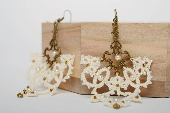 Textile earrings made using tatting and ankars от GuidingThread
