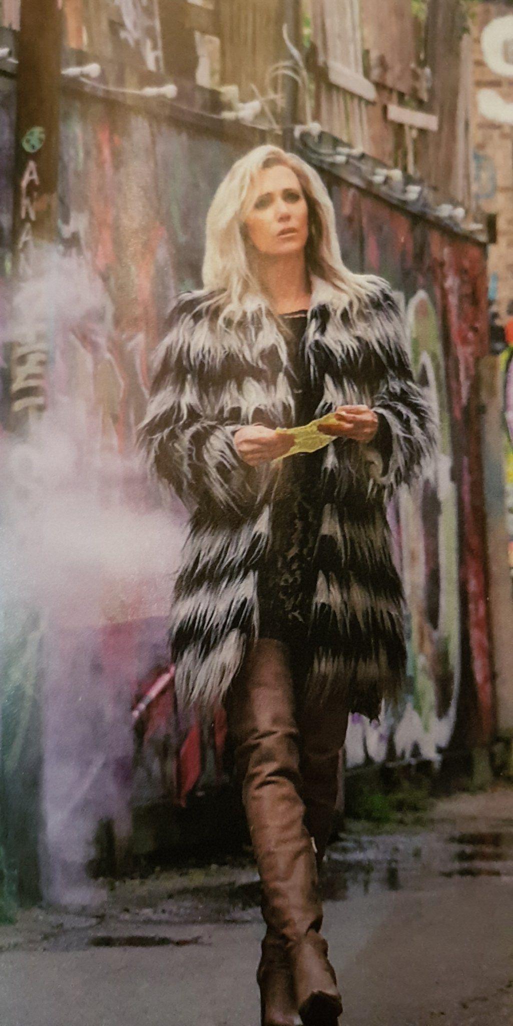Kristen Wiig As Barbara Minerva Cheetah In Wonder Woman 1984 Ww84 In 2020 Wonder Woman Pictures Wonder Woman Wonder