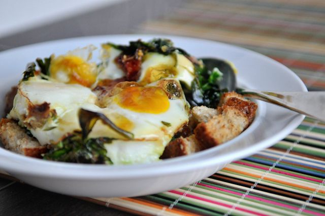 Baked Eggs with Bacon and Spinach... never tried baked eggs, but these look yummy!!