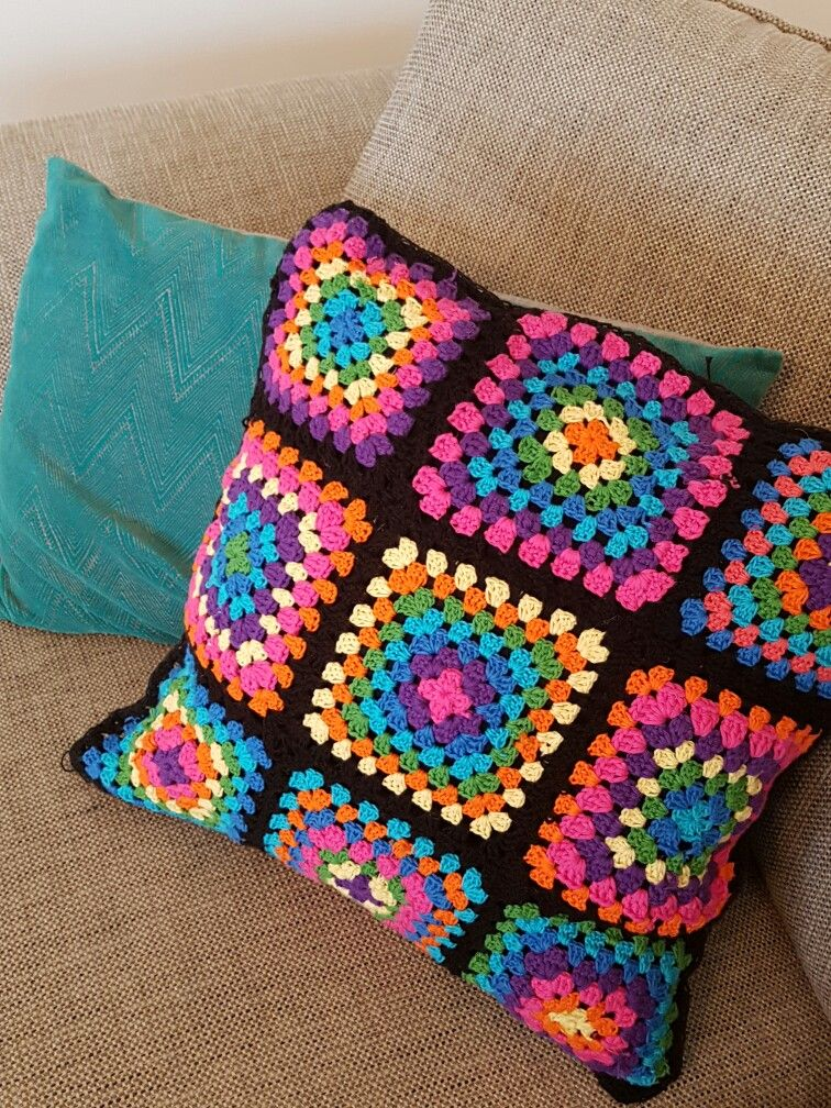 Cojin a crochet de múltiples colores¡   Cojines de ganchillo