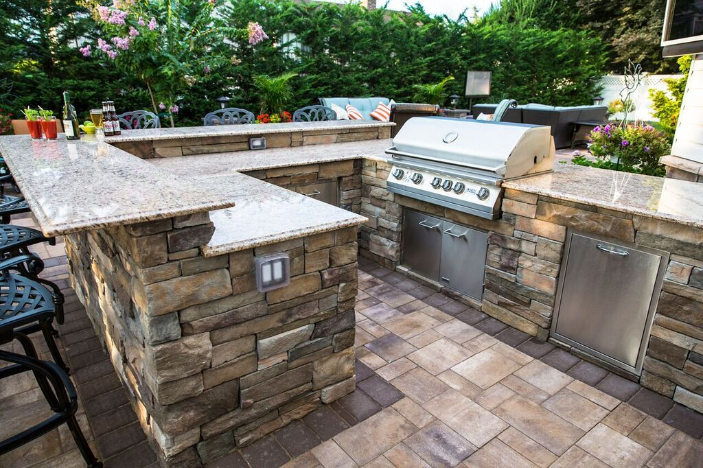 It S Cooking Season Cambridge Pavingstones With Armortec Has A Lots Of Kitchen Kits To Choose From Modern Outdoor Kitchen Outdoor Living Rooms Outdoor Kitchen