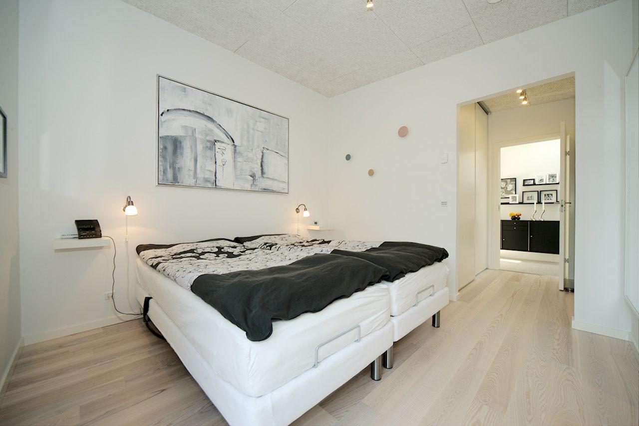En fuldt udstyret voksenafdeling - stort soveværelse, walk-in-gang ...