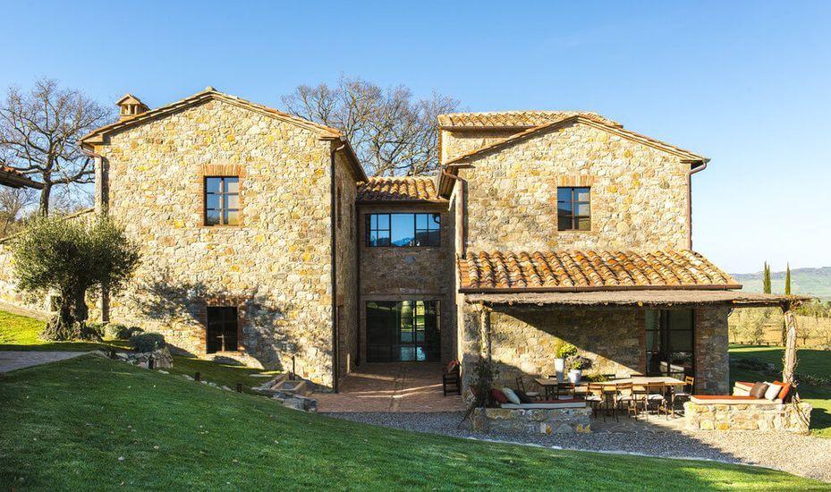 Ancienne bâtisse en pierres rénovée en résidence privée sur la - construire une maison ecologique