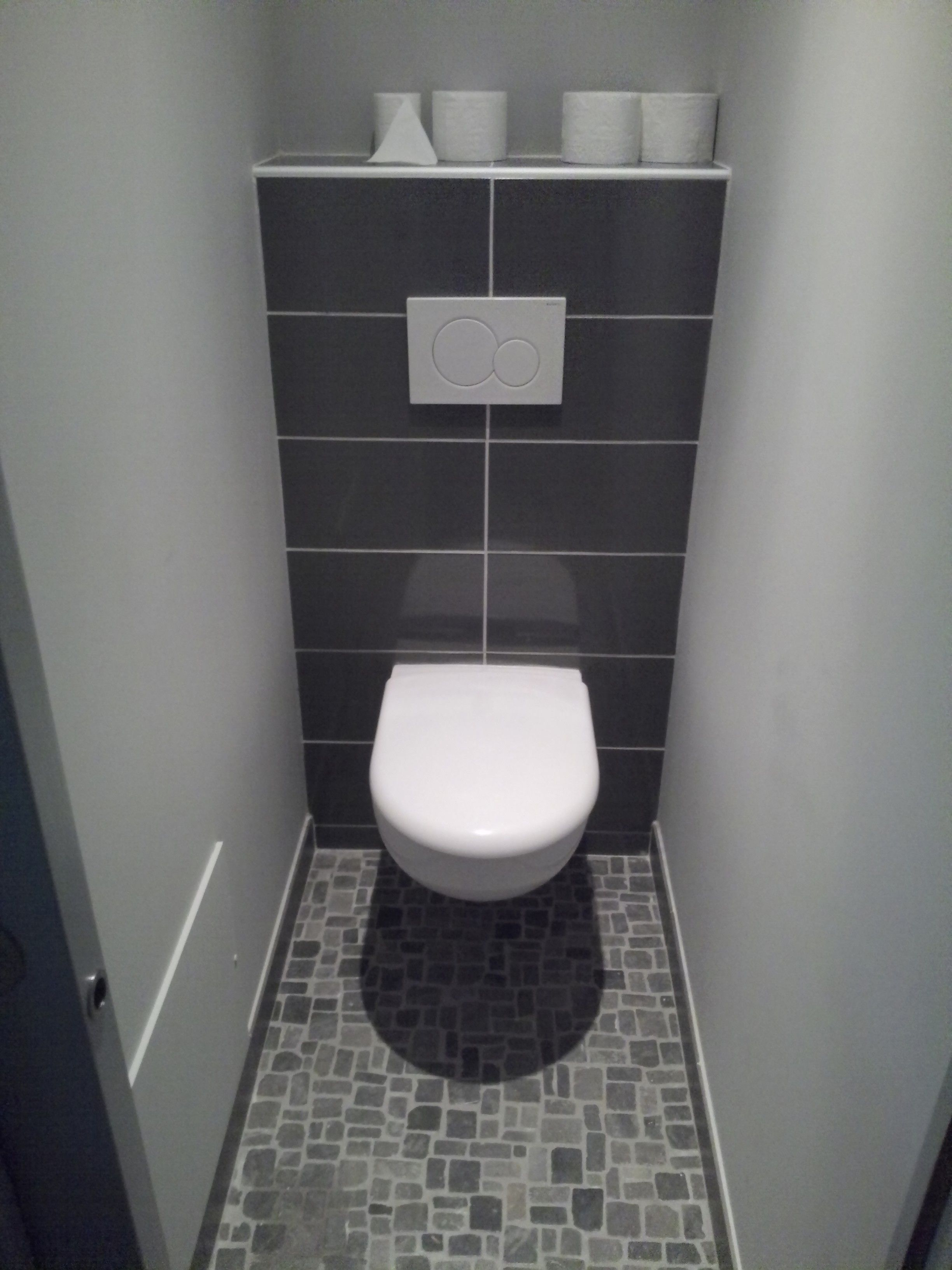 Idee deco carrelage salle de bain gris buscar con google for Wc suspendu decoration