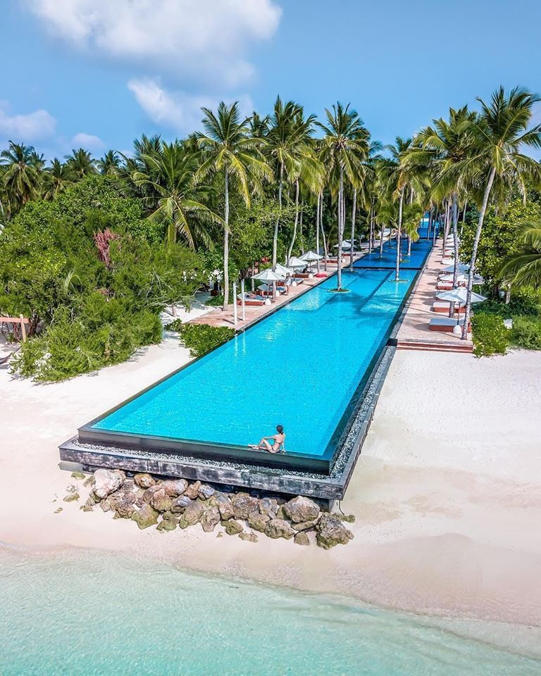 The Longest pool 💦 in the Maldives - 200 meters in length. Only enjoyment 🏝 #travel #trip #traveling #quest #maldives #summer #vacation #savetourism #stayhome #travelinthefuture #explore #staysafe
