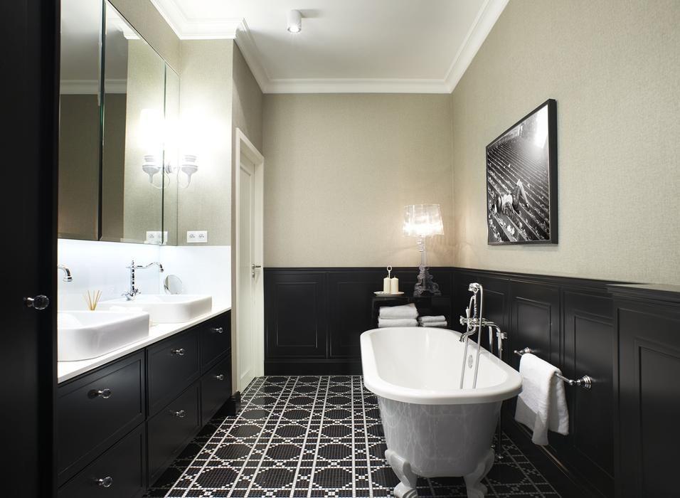 Czarna Boazeria W Lazience W Stylu Angielskim Beautiful Bathrooms Bathroom Design Interior Decorating