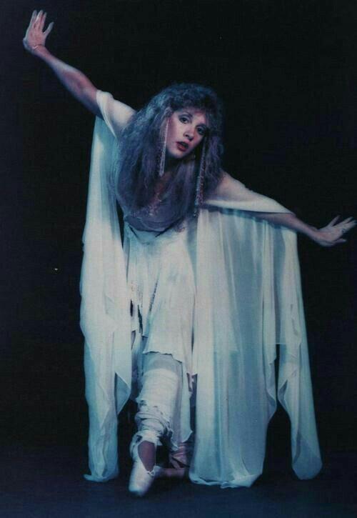 Stevie Nicks es una cantante y compositora estadounidense ...