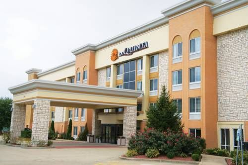 La Quinta Inn Suites Effingham Illinois Located Just Off Interstate This Hotel Offers A Daily Continental Breakfast With