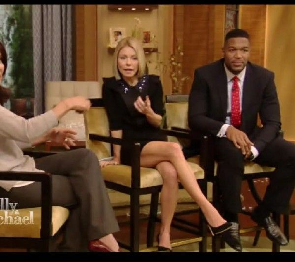 Kelly Ripa's lovely legs in a short dress click for the gallery) Kelly Ripa, Lovely Legs, Celebrity Pictures, Short Dresses, Bobs, Short Gowns, Short Frocks, Squares, Bob Cuts