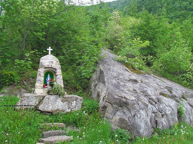 Tabernacolo nei pressi di Vallinquina - Abruzzo, Italia-Do. Marinelli- by Domenico Marinelli, via Flickr